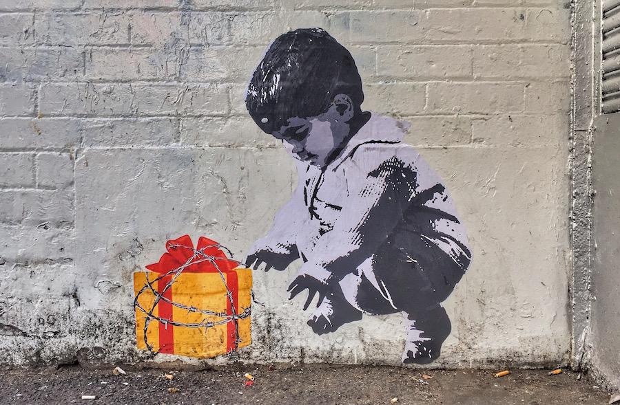 barbed-wire-present-graffiti