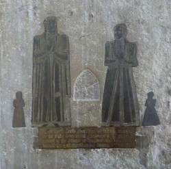 Brass memorial to Merchant of the Staple Drew Sanders (d. 1579) and his wife and their two children