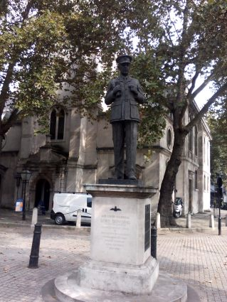 dowdings-statue-outside-the-church-of-st-clement-danes