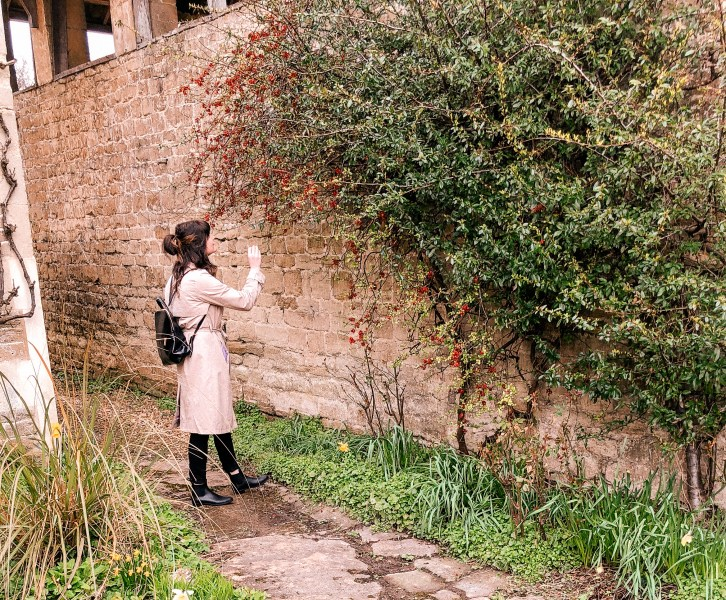we love to travel, dame traveler, girls love travel, girls dream travel, we are travel girls, target does it again, target style, a new day target, h&m fashio, travel style, Lacock, Wiltshire, Cotswolds, UK, National Trust, England, English Countryside, Quaint English towns, English cottage, London City Breaks, Easter in Lacock Village, Spring vacations