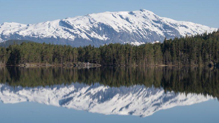 Nationaal Toeristische Routes - Uitzicht over water in Hardanger