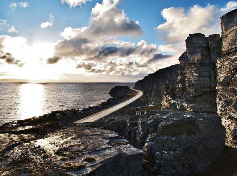 Nationaal Toeristische Routes - Uitzicht over zee langs Havoysund