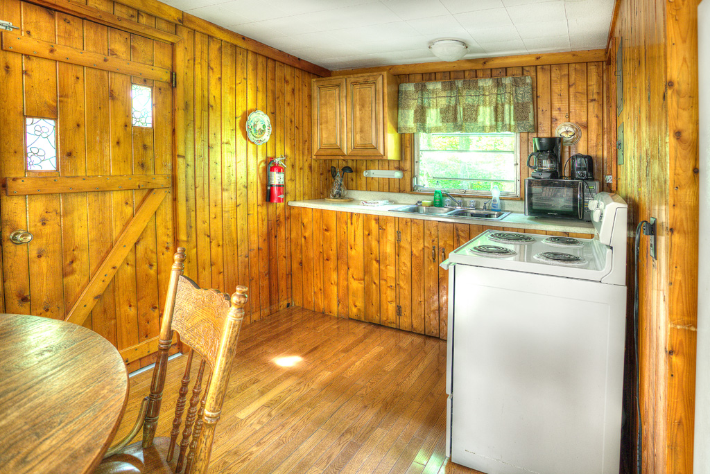 cabin-15-interior-kitchen-dining