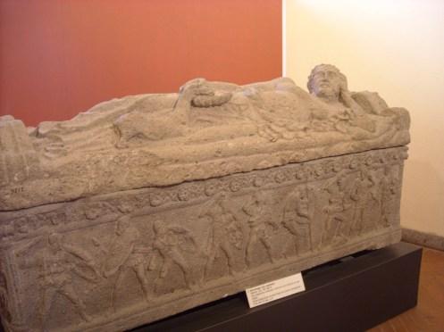 Museo Tarquinia - Sarcófago con cervatillo