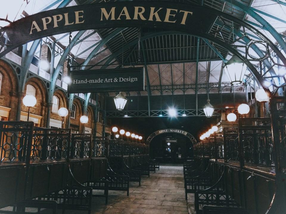 L'Apple Market, il mercato coperto di Covent Garden in versione notturna