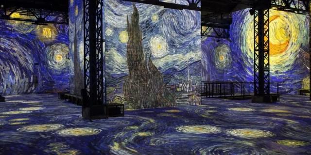 L'Ateliers des Lumieres una delle locations di Emily in Paris meno conosciute. Un museo che ospita le opere di Van Gogh, Chagall, Renoir e Monet