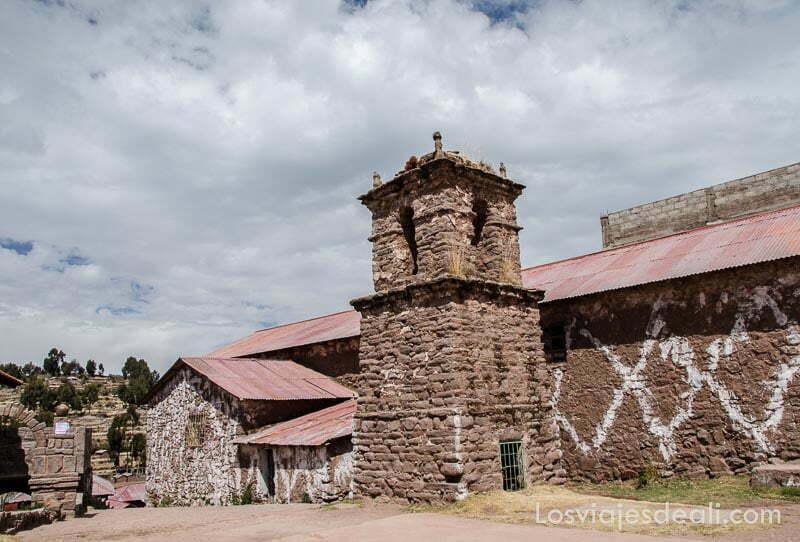 torre de iglesia de piedra