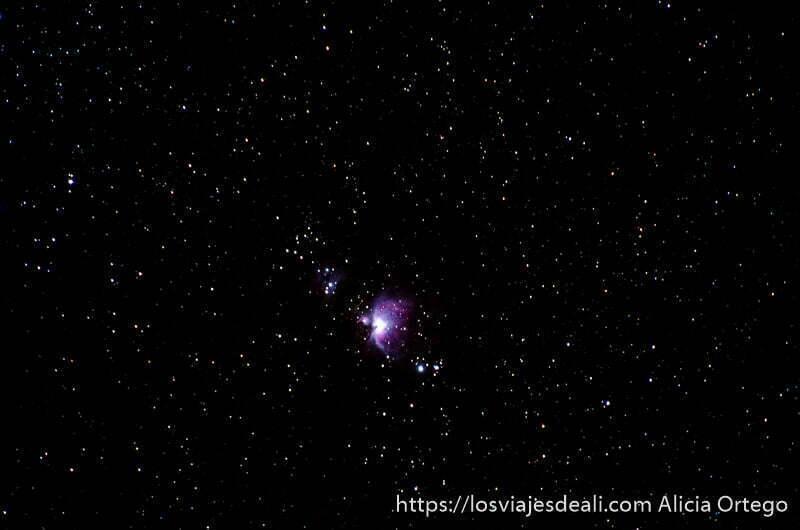 nebulosa de orión con su color rosado y azul