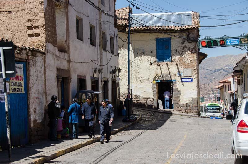 cruce de calles del barrio de san blas con casas antiguas