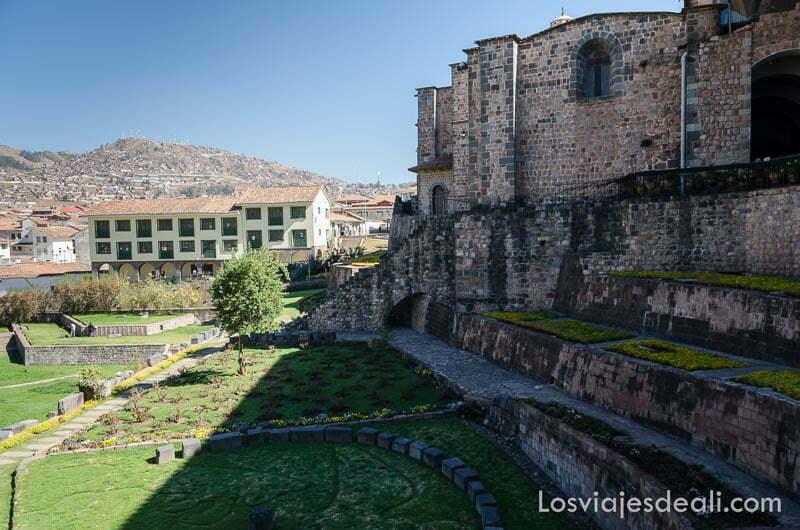iglesia y restos del centro de la capital inca