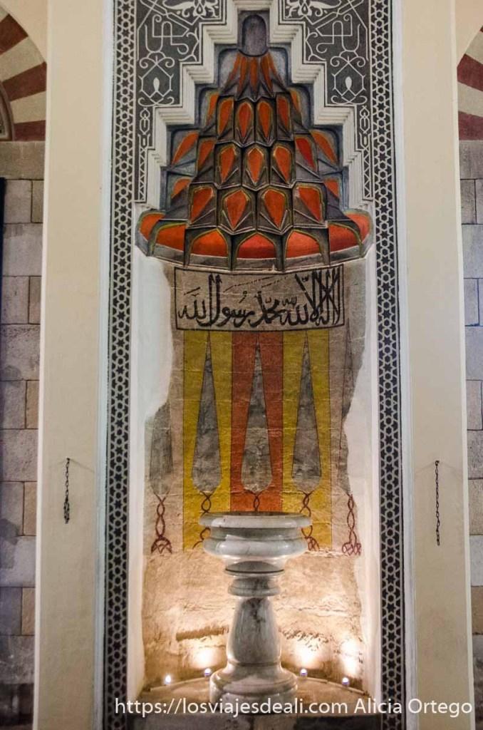 mirhab de la mezquita pintado de colores qué ver en pécs