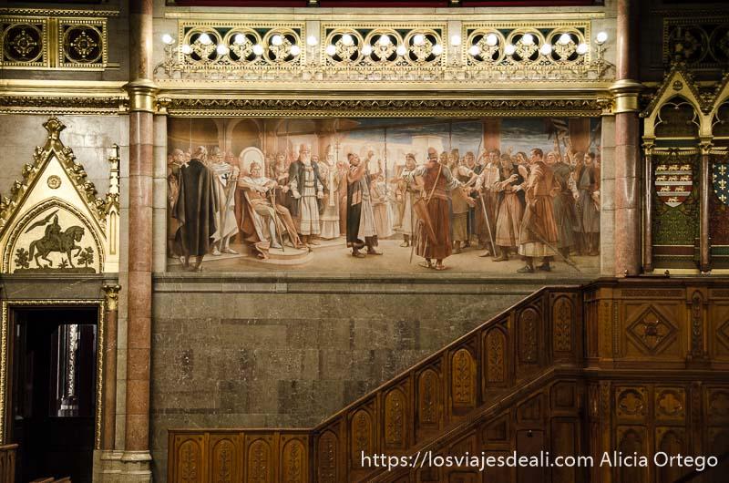 escaleras con pintura del parlamento guía del budapest monumental