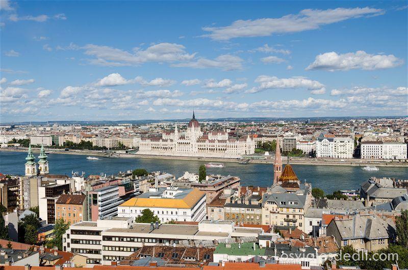 Budapest-monumental-danubio