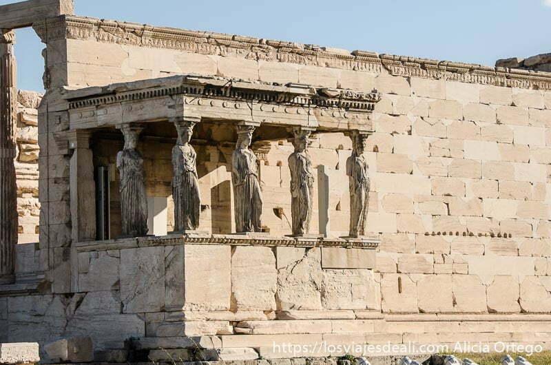 balcón de las cariátides acrópolis de atenas y su museo