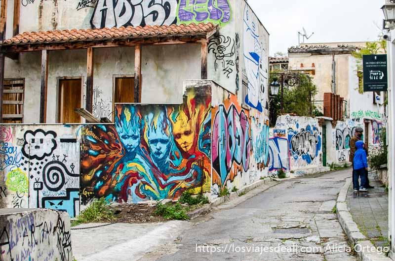 grafitis de colores lugares de interés en atenas