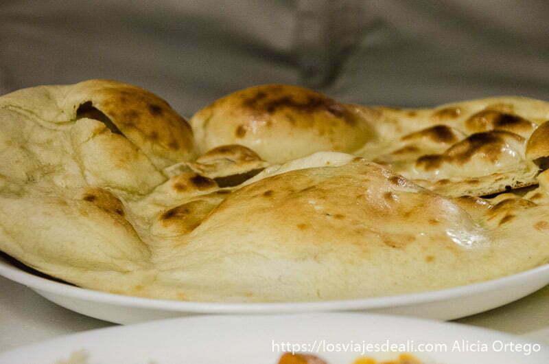 chapati crujiente recién sacado del horno en karim's restaurant qué ver en delhi