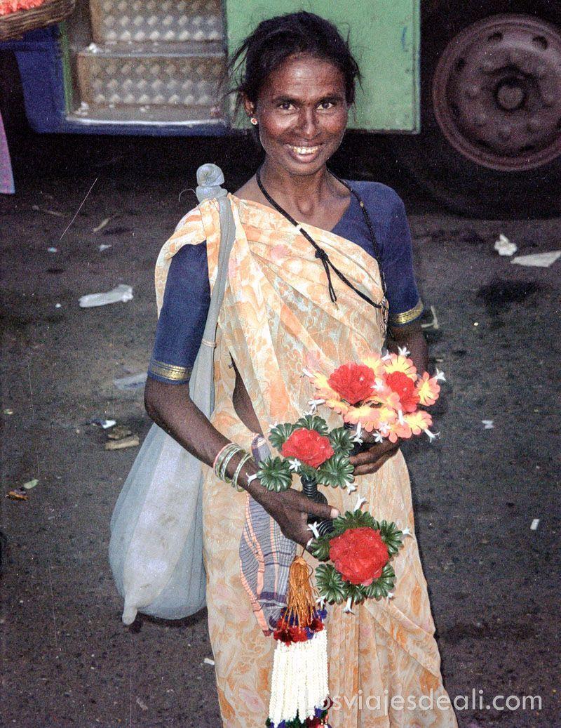 vendedora de flores en India