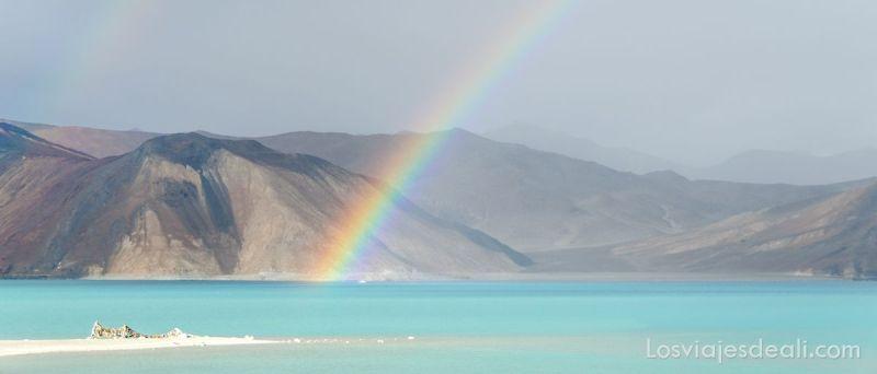 arco iris en el lago pangong