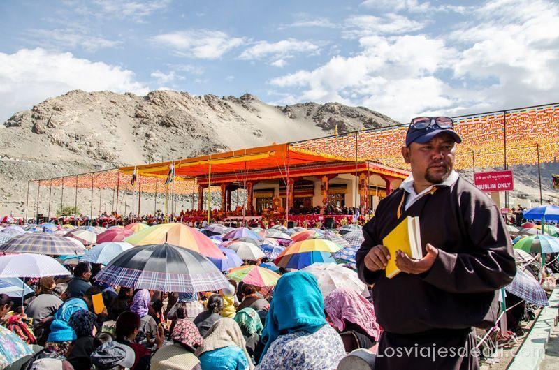 panorámica de una conferencia del Dalai Lama