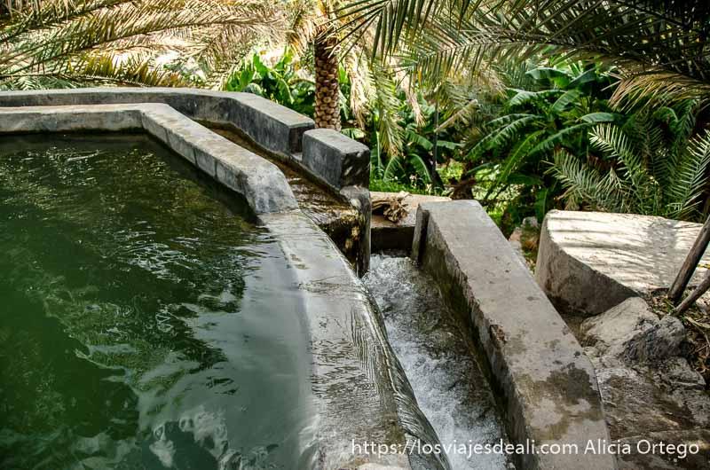 sistema de canales y pequeños depósitos de agua en la cordillera al hajar