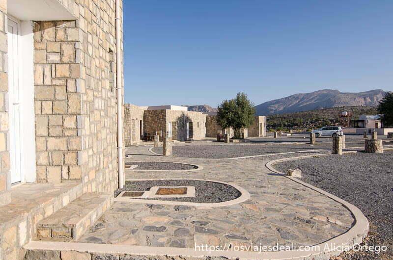 bungalows de piedra en el jebel shams resort