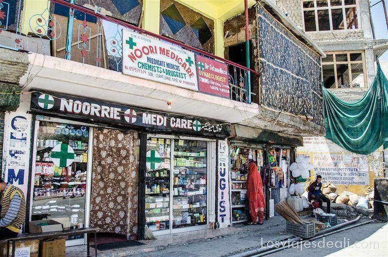pueblos de Cachemira tiendas en Kargil