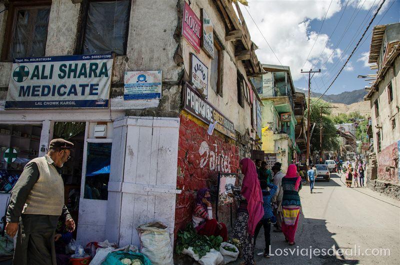 pueblos de cachemira calles de Kargil
