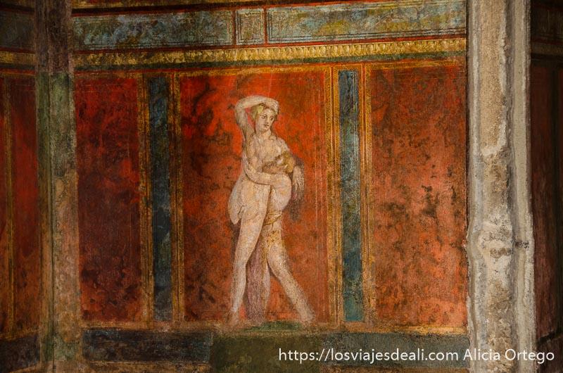 fresco de pared con pareja desnuda abrazándose visita a pompeya