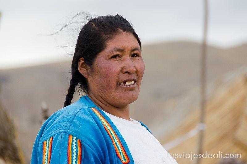 islas del lago titicaca mujer uro
