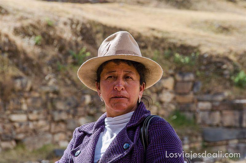 cmujer peruana