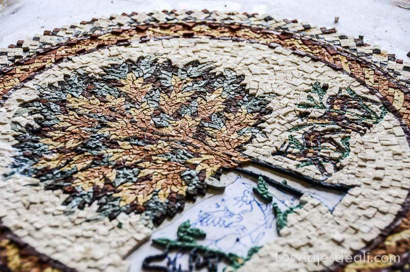 madaba mujer taller mosaico