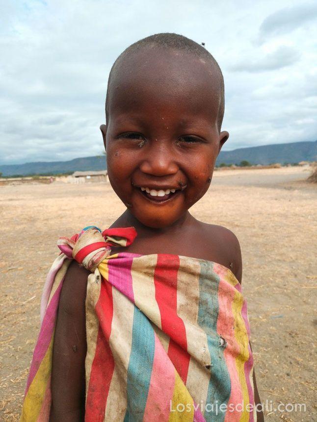 niña de tribu masai