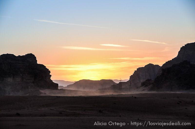 atardecer en desierto de wadi rum