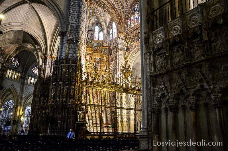 tres culturas de toledo catedral nave