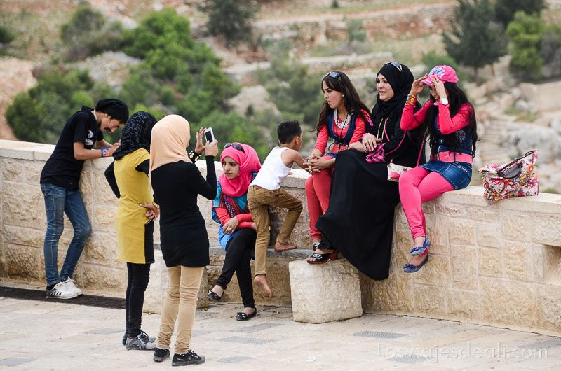 um qays y ajlum turismo local moderno Jordania en 6 días