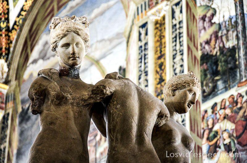 esculturas en biblioteca del duomo de siena