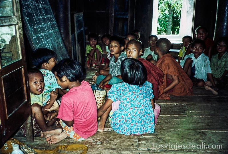 myanmar escuela