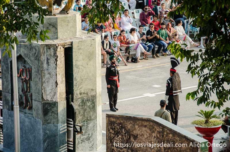 lado pakistani en la ceremonia frontera india-pakistan