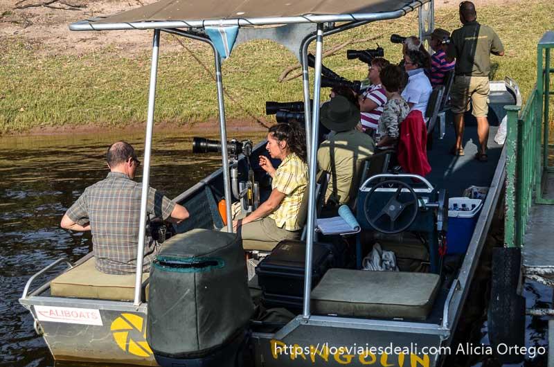 turistas en parque nacional de chobe
