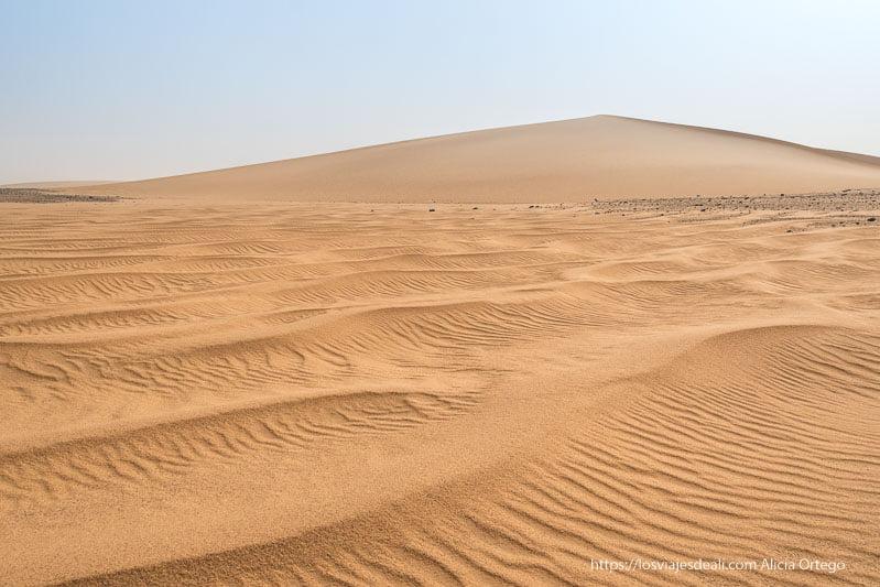 dibujos en la arena del desierto hechos por el viento