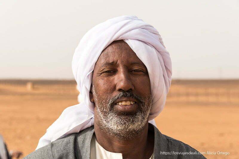 beduino de las pirámides de Meroe