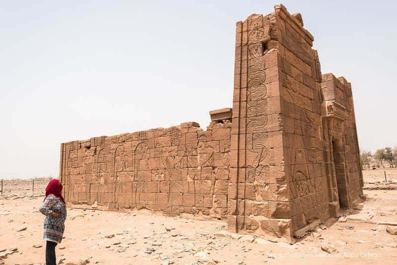 templo de Naqa lleno de relieves del antiguo egipto