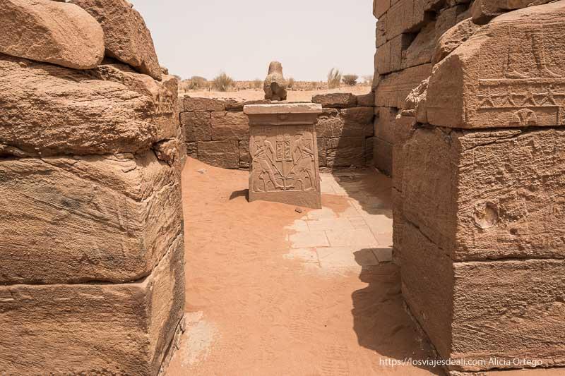 altar en la última estancia del templo de Naqa cerca de las pirámides de Meroe