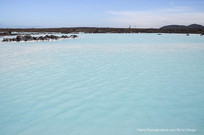 laguna turquesa junto a blue lagoon