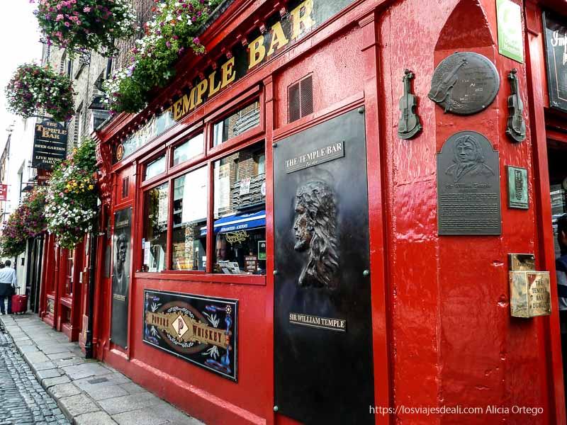 pub temple bar en un paseo por dublin
