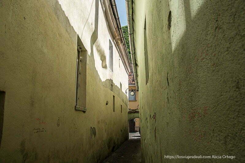 la calle más estrecha de brasov
