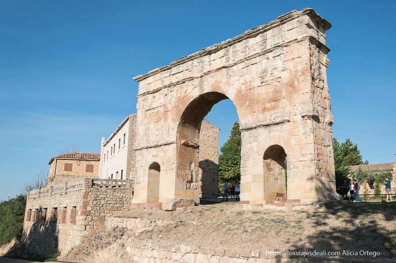 arco de medinaceli soria romana