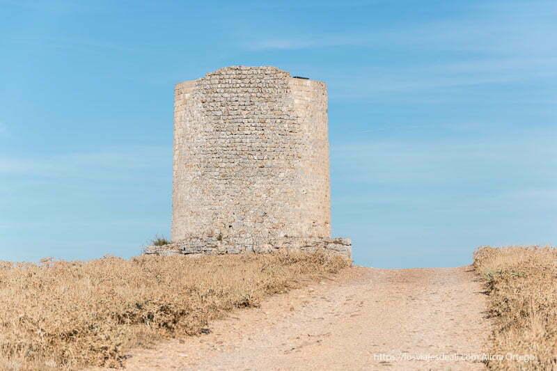 torre islámica junto al yacimiento de uxama soria romana