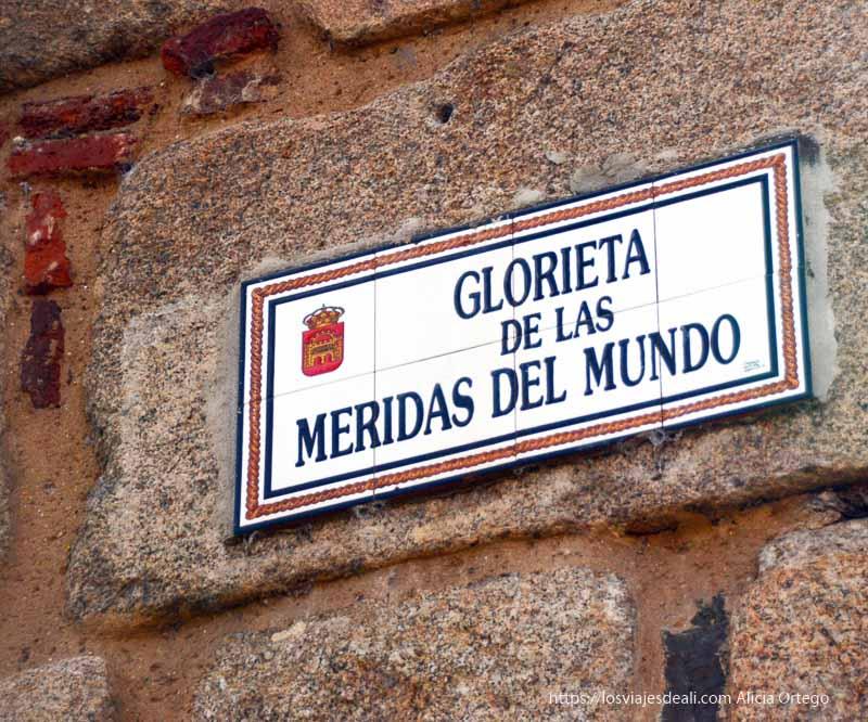 cartel de la Glorieta de las Méridas del Mundo