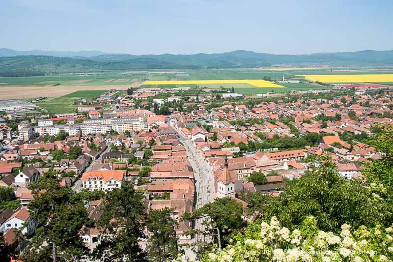 vistas del pueblo desde la ciudadela excursión a bran y rasnov